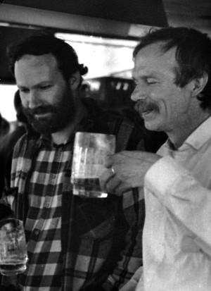 Marek Oramus i Edmund Wnuk-Lipiński w Staszowie w 1984 roku. Fot. Maciek Parowski
